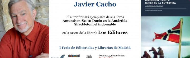 Firma de ejemplares de Javier Cacho en la Plaza Mayor de Madrid