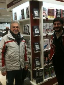 Javier Cacho, autor de Amundsen-Scott: duelo en la Antártida (Fórcola, 2011), junto a Daniel Marías